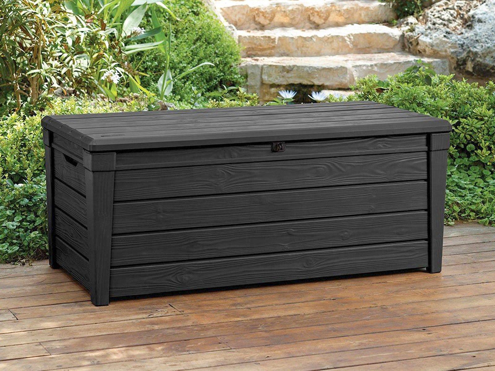 Een grote stevige bruine opbergbox voor loungekussens